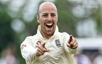 Jack Leach Extends Contract with Somerset