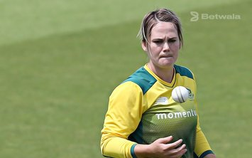 Dane van Niekerk to Lead SA at the Women's T20 World Cup