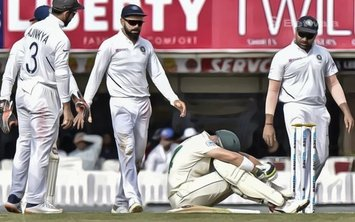 Dean Elgar Struck by Umesh Yadav's Delivery
