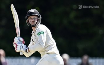 Gareth Roderick Signs Contract with Worcestershire