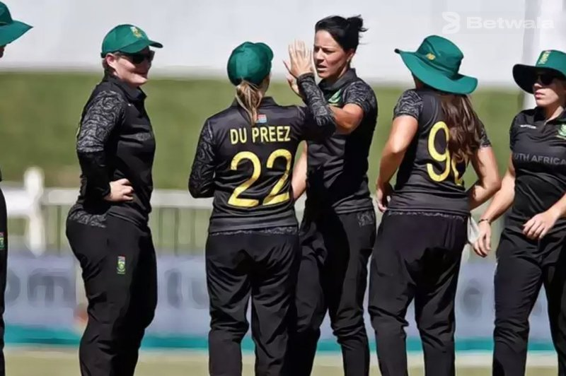 South African Women Teams Wears Black Jersey