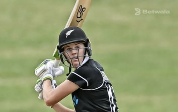 Amy Satterthwaite Returns to New Zealand's Side